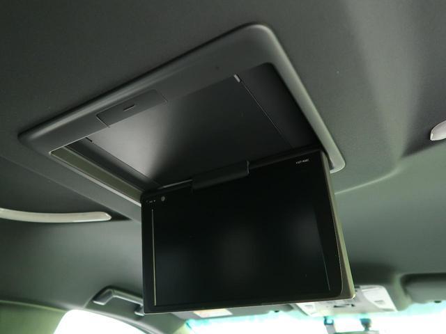 フリップダウンモニターを装備!【天井にTVモニターを取り付けます。ナビで再生されている映像を映し出す事が可能です。後席の方やお子様に大変喜ばれる装備です☆】