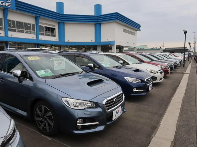 軽自動車・コンパクト・SUVやミニバンまでオールメー カーを300台以上展示しております〜など店舗の規模感を アピール