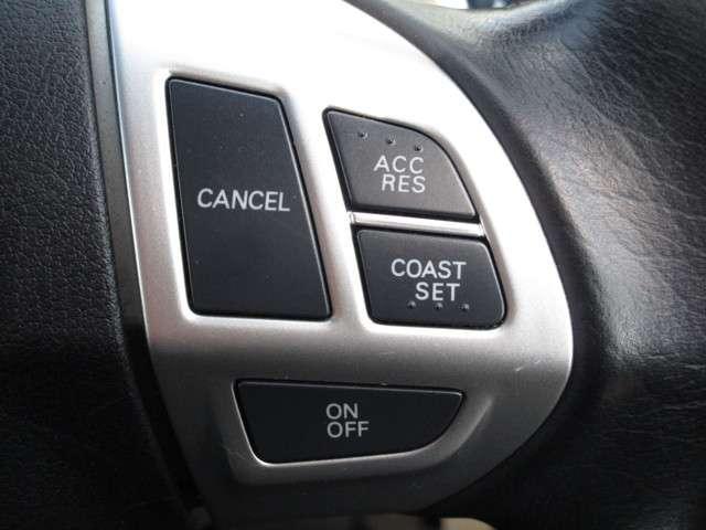 高速走行時のドライバー疲労を軽減する、クルーズコントロール付きです。