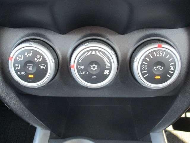 オールシーズン快適なドライブをサポートする、フルオートエアコンです。
