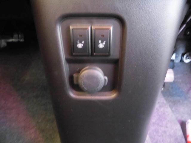 運転席と助手席にシートヒーターがついて、冬は座席がぽかぽか☆
