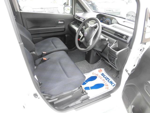 運転席から室内はこんな感じです。