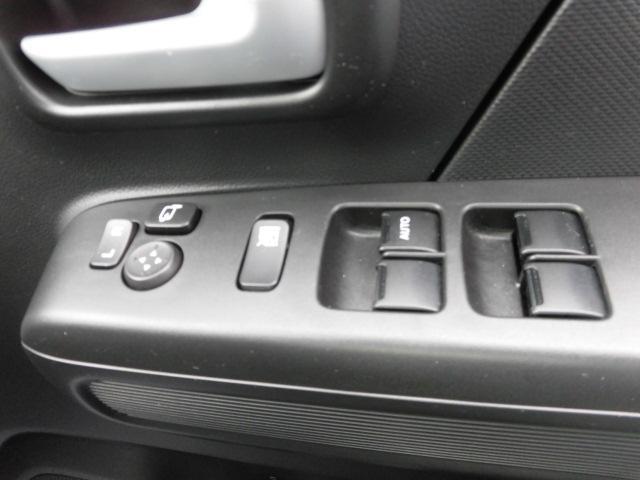 運転席ですべての窓の操作ができます。