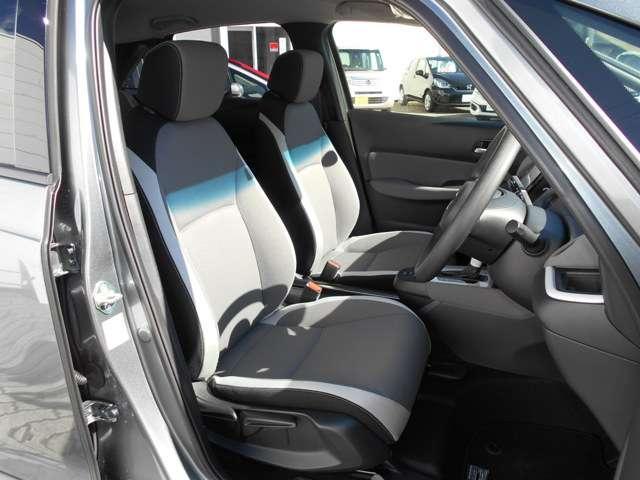 運転席には高さ調整ができる『シートハイトアジャスター機能』が付いています! 自分にぴったりの運転姿勢がとれます