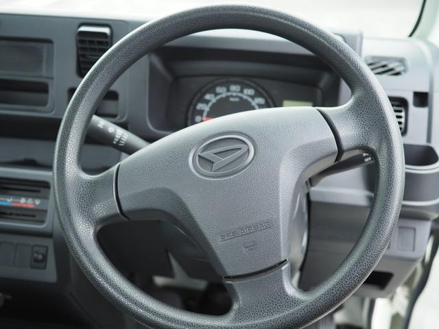 当店では、各種オプションの取り付けも行っております。ナビ・ETC・ドライブレコーダーなどを取り付けて気に入ったお車をもっと豪華にカスタマイズしてみませんか?詳細は店舗スタッフまでお声掛け下ください♪