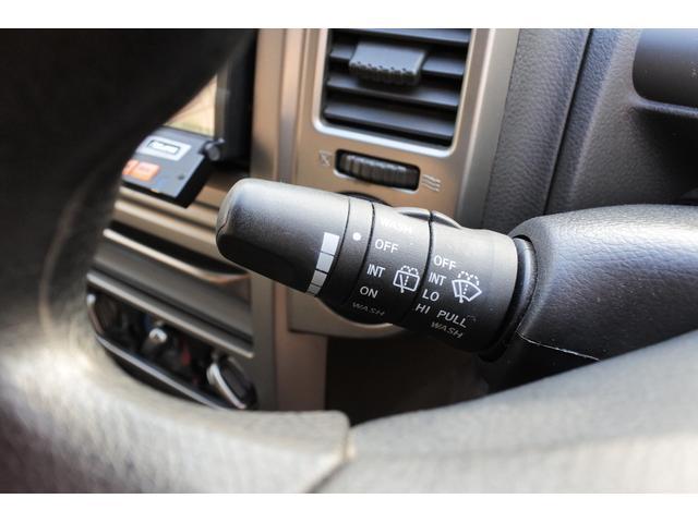 スクラッチガードコートエディション 4WD ハイパールーフレール スマートキー ナビ ミュージックサーバー ETC 純正アルミ 一年保証(18枚目)
