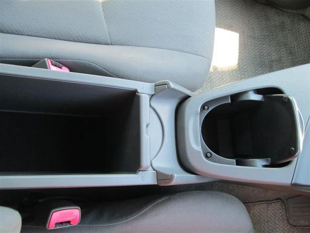 車内各所には小物入れやドリンクホルダーなど、収納スペースも充実したお車です。