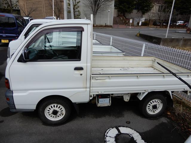 4WD 5速マニュアル パワステ(3枚目)
