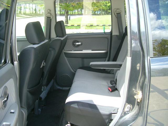 リヤシートを可倒すれば広いカーゴスペースが広がります