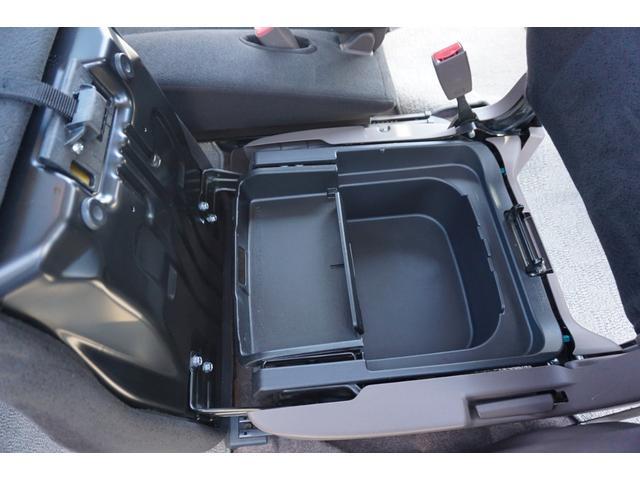 ☆助手席シートには、座面下に収納スペースが御座います。