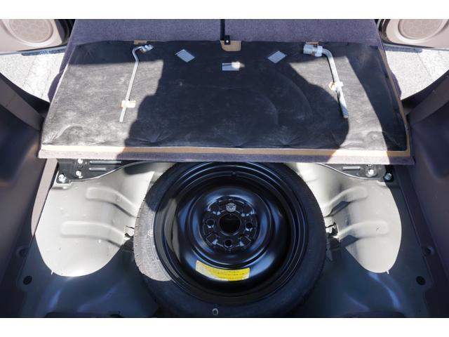 ☆リアフロアには、スペアタイヤ・ジャッキ・車載工具等が収納されております。