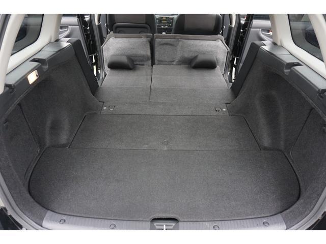 ☆リアシートは、座面を起こして背もたれを畳めばフラットに出来ますので、かなり広く収納スペースが確保できます。