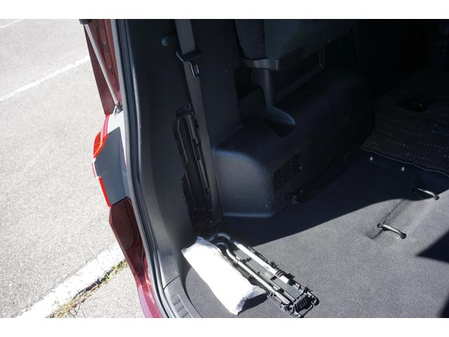 ☆左リアサイドには車載工具が収納されております♪
