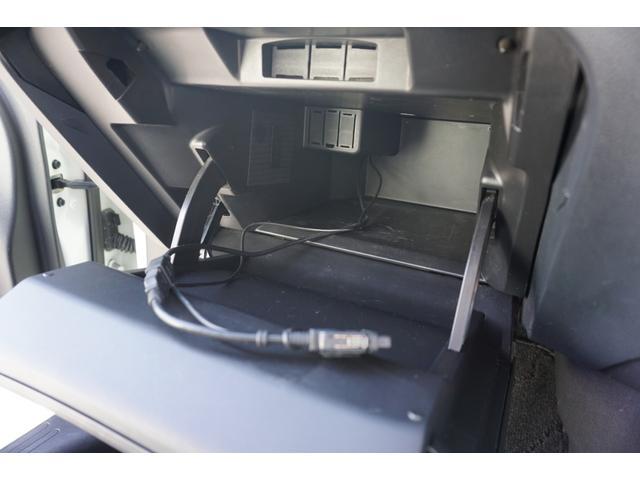 ☆グローブBOX内に、USB接続コードが収納されております♪