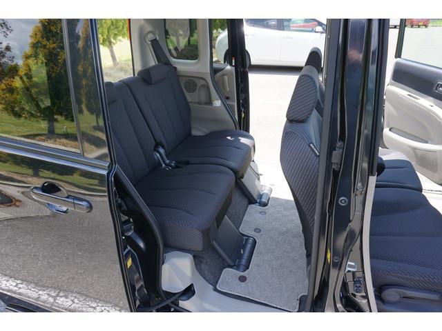 ☆後席シートは、前後スライド・リクライニング機構タイプで、シートを畳めばフルフラットにも出来ます♪