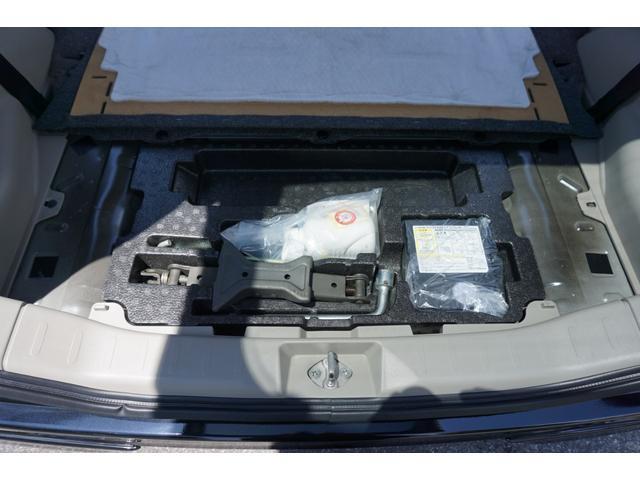 ☆スペアタイヤレス車ですので、リアフロアにパンク修理キット・ジャッキ・車載工具が収納されております♪