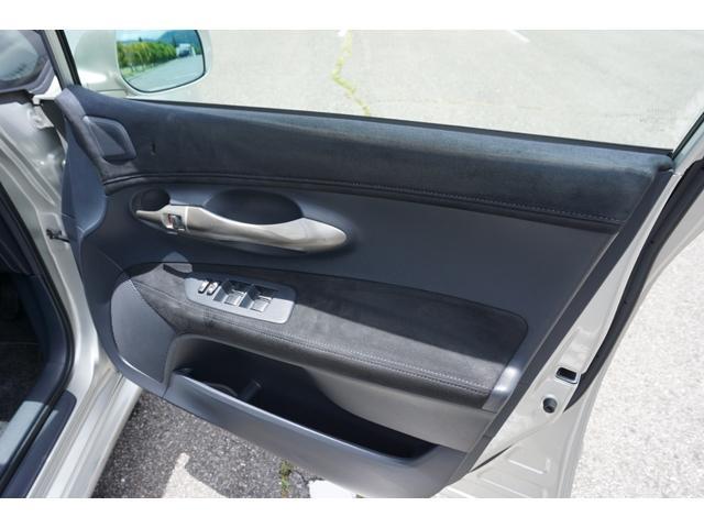 ※運転席ドアトリムに若干焦げ穴がございます。