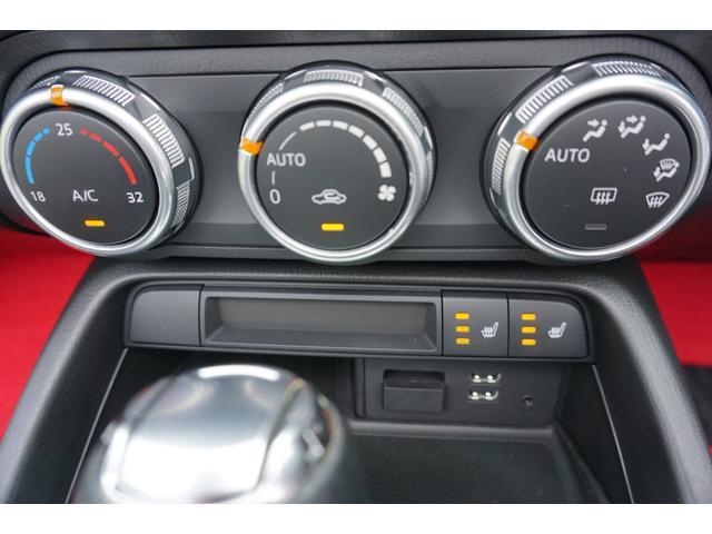 ☆オートエアコン&左右シートヒーター&USB/AUX接続が装備されております♪ ☆USB横のカバーを開けると地図用SDカードが挿入されております♪