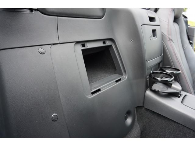 ☆左右シート後方には、収納スペースが装備されております♪