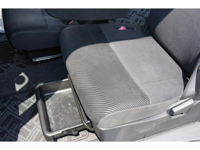 ☆助手席シート下部には、収納トレイが装備されております♪