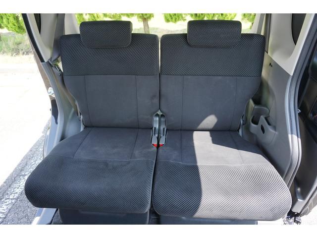 ☆後席シートは、前後スライド&リクライニング機構タイプで、背もたれ&座面を畳めばフラットにもできます♪