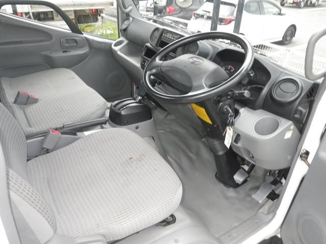 フルジャストロー 2t積 4AT ETC プリクラッシュセーフティ 車線逸脱警報装置 VSC ABS アイドリングストップ 排気ブレーキ 前席エアバッグ フォグランプ 助手席側電動格納ミラー(17枚目)