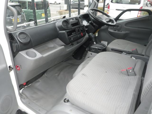 フルジャストロー 2t積 4AT ETC プリクラッシュセーフティ 車線逸脱警報装置 VSC ABS アイドリングストップ 排気ブレーキ 前席エアバッグ フォグランプ 助手席側電動格納ミラー(19枚目)
