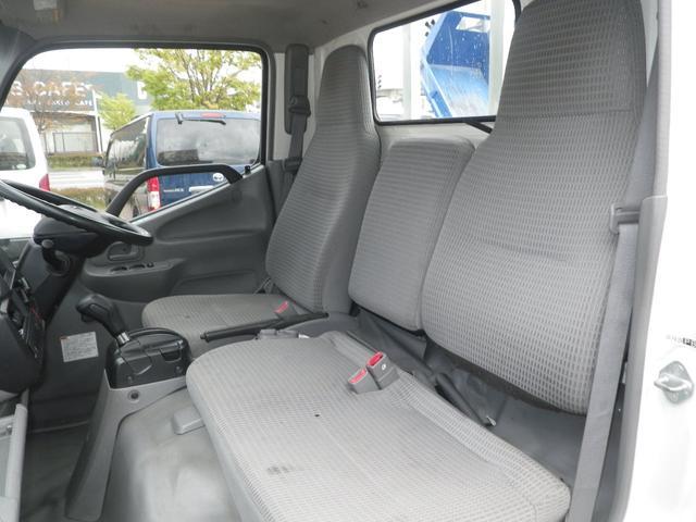 フルジャストロー 2t積 4AT ETC プリクラッシュセーフティ 車線逸脱警報装置 VSC ABS アイドリングストップ 排気ブレーキ 前席エアバッグ フォグランプ 助手席側電動格納ミラー(20枚目)