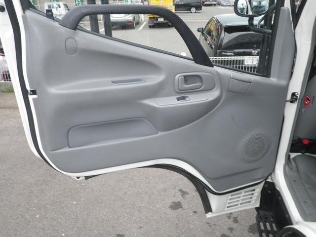 フルジャストロー 2t積 4AT ETC プリクラッシュセーフティ 車線逸脱警報装置 VSC ABS アイドリングストップ 排気ブレーキ 前席エアバッグ フォグランプ 助手席側電動格納ミラー(31枚目)