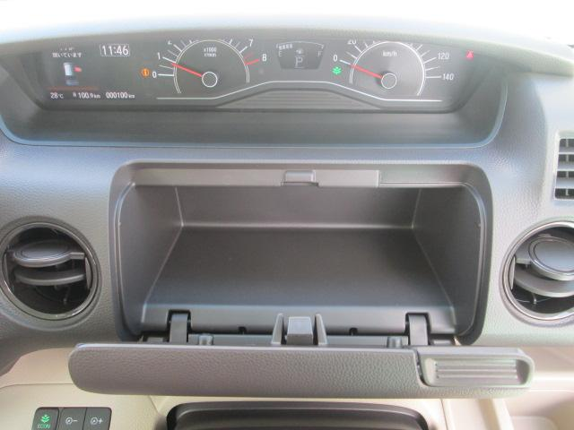 運転席収納スペース
