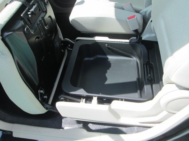 助手席シートアンダーボックス