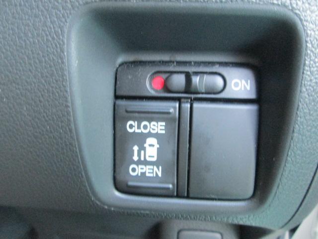 開け閉めラクラク電動スライドドア♪荷物が多いときなど大変助かりますね!