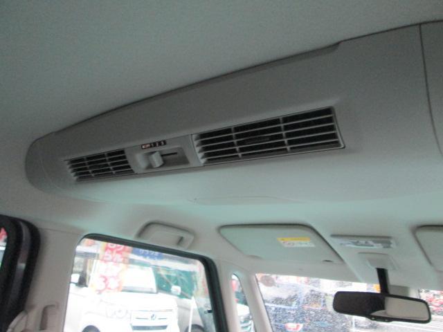 リヤシーリングファンを装備★室内の温度を一定に保てるので、後席も快適に過ごせます★