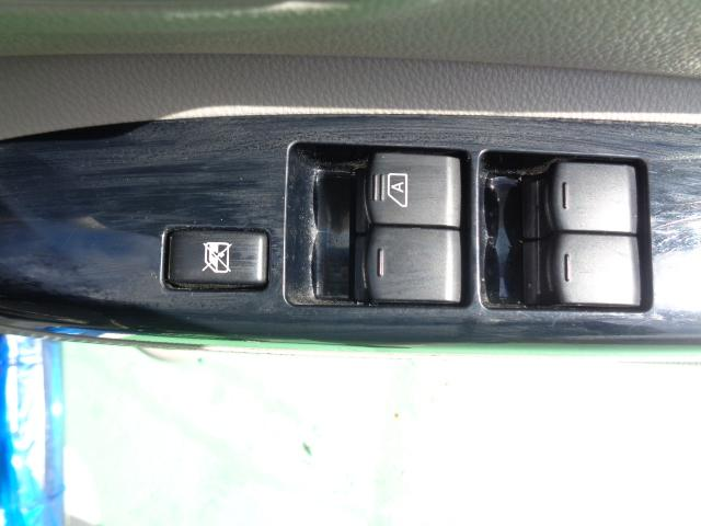 X メモリーナビ・CD・ワンセグTV ETC 衝突被害軽減ブレーキ 左側パワースライドドア 全方位カメラ バックカメラ プッシュスタート スマートキー 横滑り防止装置 ベンチシート 盗難防止装置(11枚目)