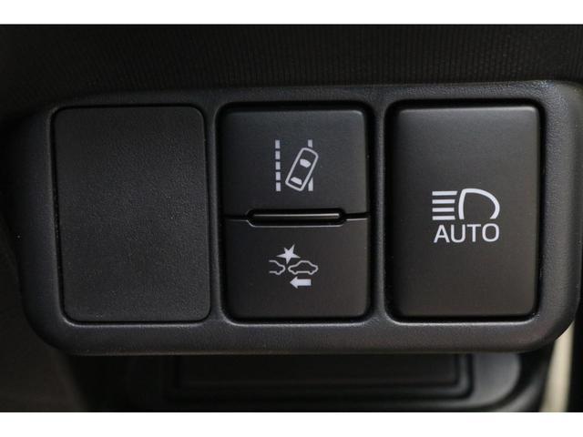 S ハイブリッド トヨタセーフティセンス ナビ&ワンセグTV キーレスエントリー ETC CD&DVD再生可能 電動格納ミラー 横滑り防止装置 バックカメラ オートエアコン オートマチックハイビーム(10枚目)