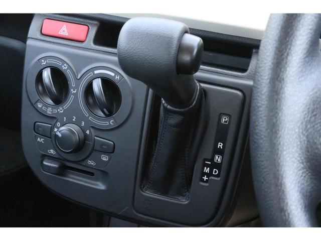 VP 4WD 横滑り防止機能 キーレスエントリー AM/FMラジオ付き マニュアル付きAT車 手動エアコン パワーステアリング アンチロックブレーキシステム エアバック ホイールキャップ(7枚目)