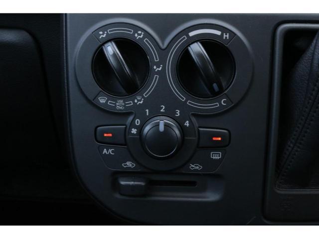 VP 4WD 横滑り防止機能 キーレスエントリー AM/FMラジオ付き マニュアル付きAT車 手動エアコン パワーステアリング アンチロックブレーキシステム エアバック ホイールキャップ(10枚目)