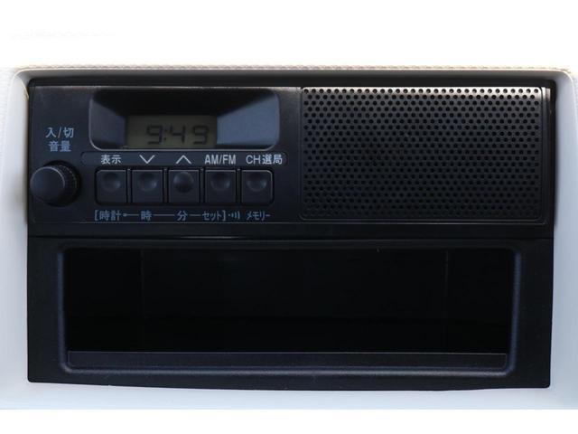 VP 4WD 横滑り防止機能 キーレスエントリー AM/FMラジオ付き マニュアル付きAT車 手動エアコン パワーステアリング アンチロックブレーキシステム エアバック ホイールキャップ(11枚目)