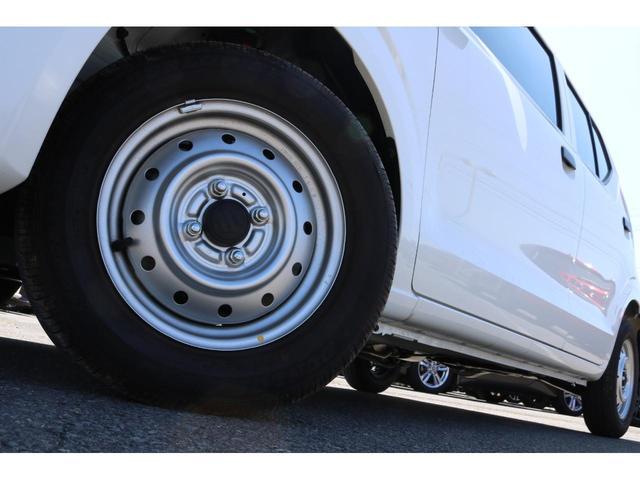 VP 4WD 横滑り防止機能 キーレスエントリー AM/FMラジオ付き マニュアル付きAT車 手動エアコン パワーステアリング アンチロックブレーキシステム エアバック ホイールキャップ(19枚目)
