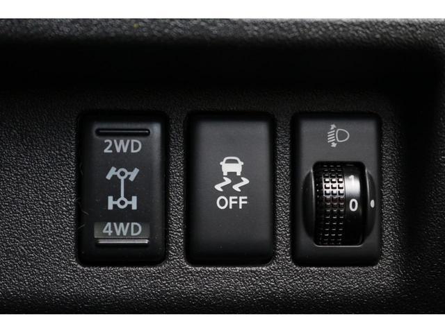 X FOUR 4WD インテリジェントキー プッシュスタート 横滑り防止装置 手動エアコン AM/FMラジオ 電動格納ドアミラー パワーステアリング パワーウィンドウ 純正ホイールキャップ ATシフト(9枚目)
