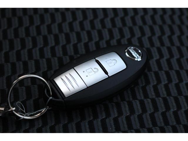 X FOUR 4WD インテリジェントキー プッシュスタート 横滑り防止装置 手動エアコン AM/FMラジオ 電動格納ドアミラー パワーステアリング パワーウィンドウ 純正ホイールキャップ ATシフト(12枚目)