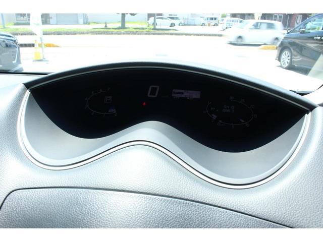 20X ワンオーナー 4WD 8人乗り 両側電動スライドドア エマージェンシーブレーキ スマートキー アイドリングストップ クルーズコントロール オートライト 3列シート ウォークスルー アルミホイール(7枚目)