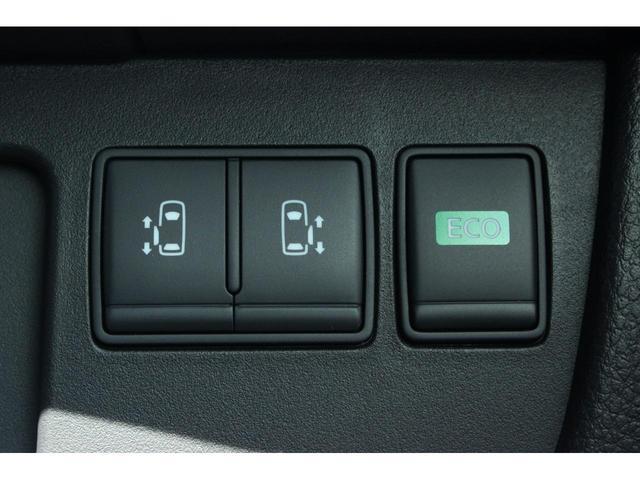 20X ワンオーナー 4WD 8人乗り 両側電動スライドドア エマージェンシーブレーキ スマートキー アイドリングストップ クルーズコントロール オートライト 3列シート ウォークスルー アルミホイール(8枚目)