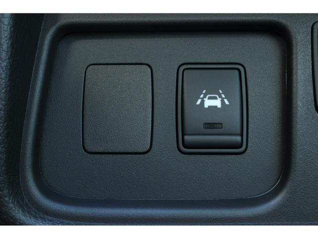 20X ワンオーナー 4WD 8人乗り 両側電動スライドドア エマージェンシーブレーキ スマートキー アイドリングストップ クルーズコントロール オートライト 3列シート ウォークスルー アルミホイール(9枚目)
