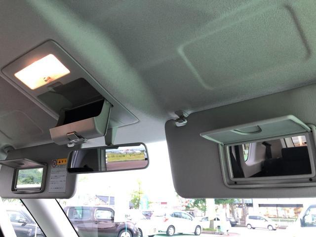 サンバイザーにはミラー付き!天井にはサングラスボックスもあります!