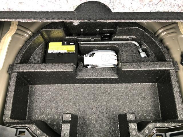 ラゲッジスペース下には、パンク修理キットあります!