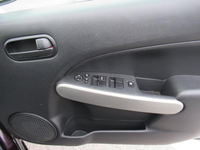 こちらは運転席側ドアパネルになります!触れる機会の多いドアパネルですが、綺麗にクリーニングしてありますのでご安心ください♪