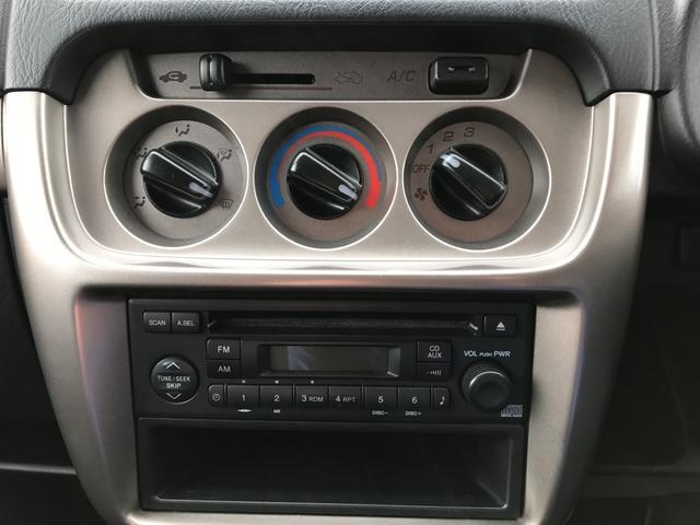 ベースグレード 4WD 5速マニュアル CD フルフラット(12枚目)
