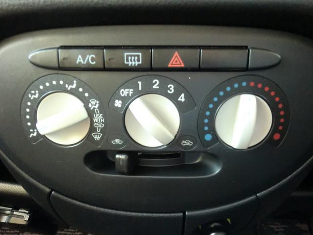 エアコン操作はシンプルなマニュアルエアコン