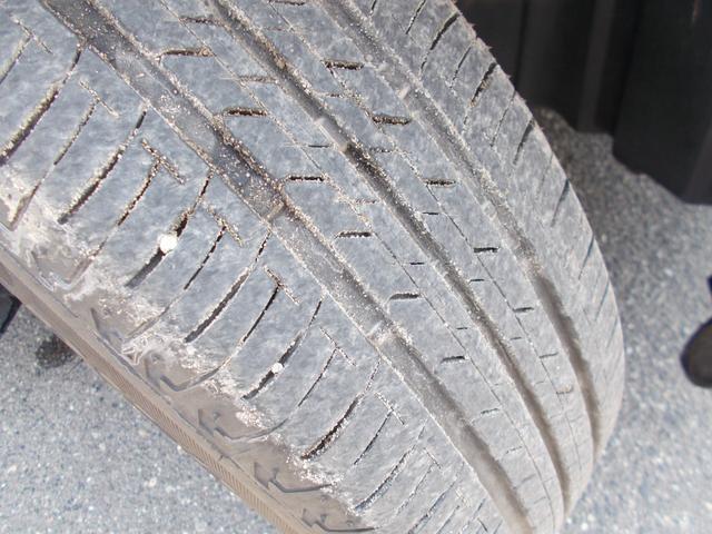 タイヤの残りは5〜6分山程度です。別途料金となりますが新品タイヤもお求めやすい価格でご用意できますのでご相談ください!